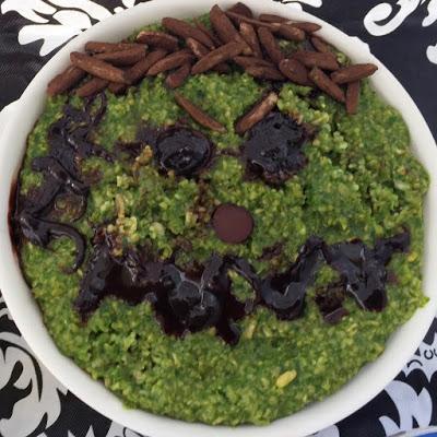 Halloween breakfast - green ghoul oats