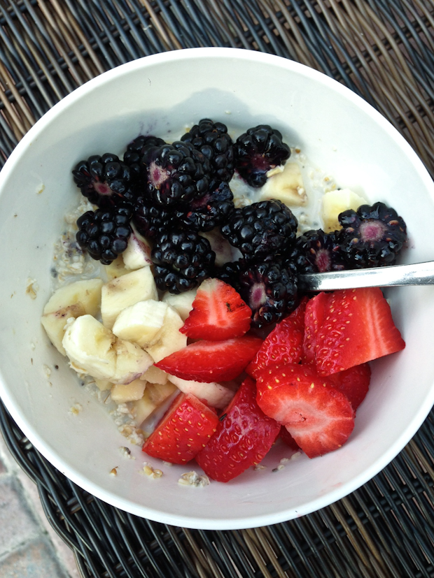 Refrigerator Oats with Berries and Banana